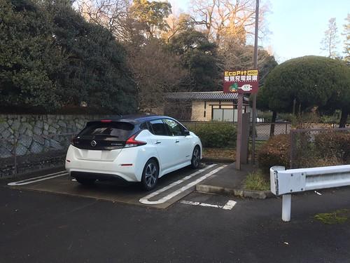 京都御所Pで充電中の日産リーフ