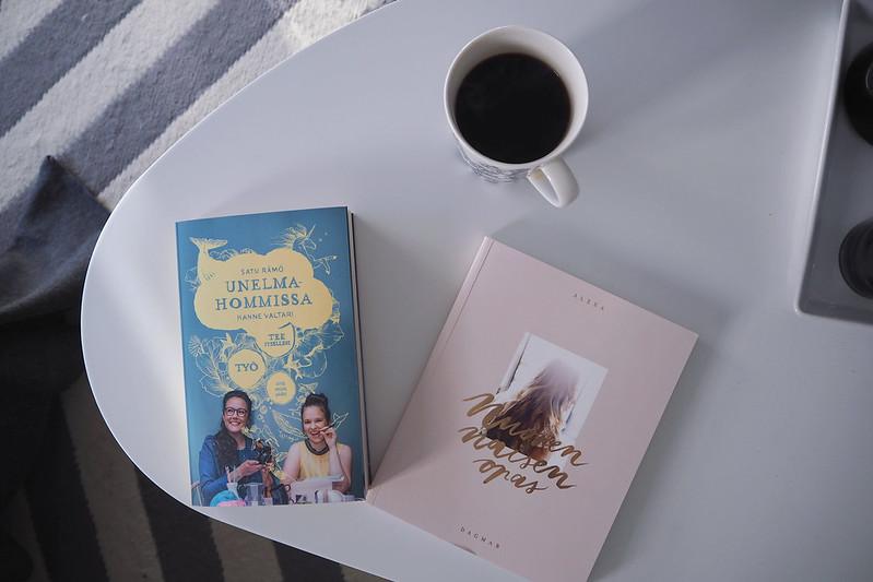 kirjoja bloggaamisesta unelmahommissa ja nuoren naisen opas