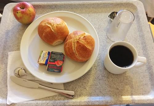 Buns, Jam, Apple & Coffee / Brötchen, Konfitüre, Apfel & Kaffee
