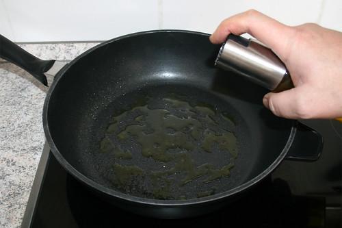 38 - Olivenöl in Pfanne erhitzen / Heat up oil in pan