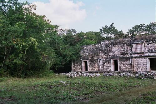 MEXICO (2007) - SITIOS ARQUEOLÓGICOS DE LA PENINSULA DE YUCATÁN / La Ruta Puuc