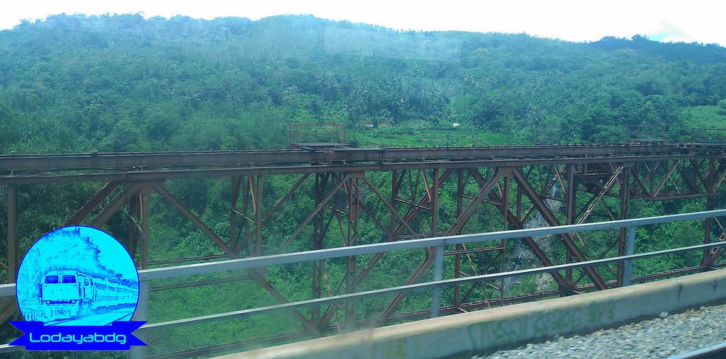 Kereta Api Dari Bandung ke Purwakarta (2/3)