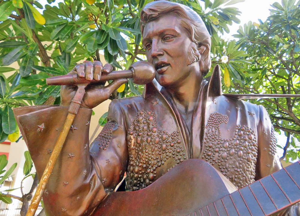 elvis-aloha-statue-honolulu