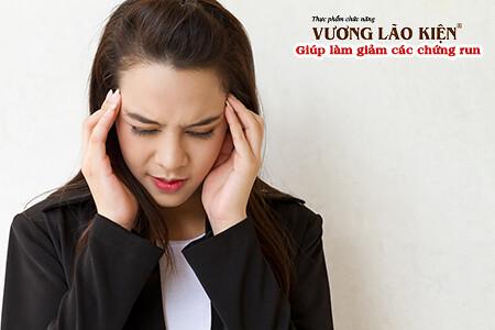 Căng thẳng stress có thể khiến triệu chứng bệnh run vô căn trở nên trầm trọng hơn