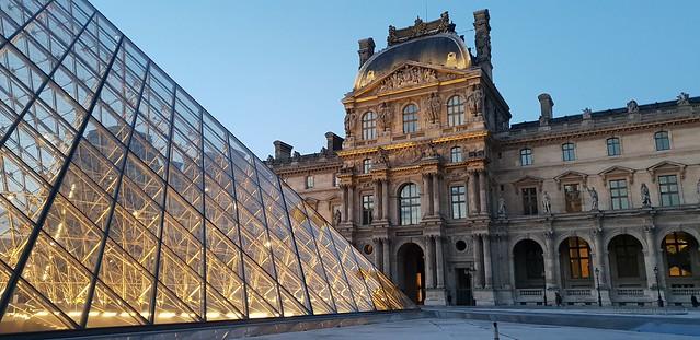 Musee du Louvre diambil dengan mode Auto pada Galaxy S9 Plus (Liputan6.com/Agustin Setyo W)