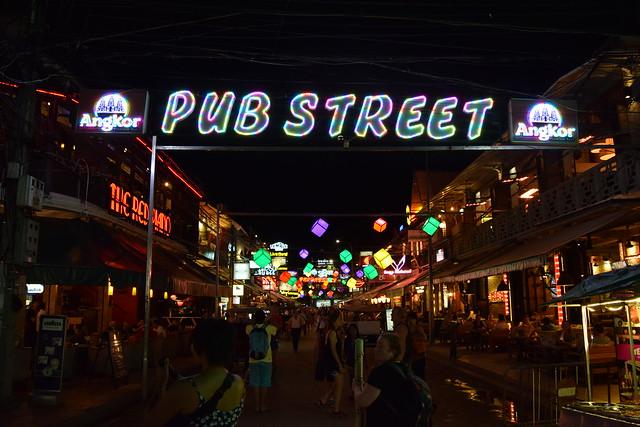 夜のパブストリート