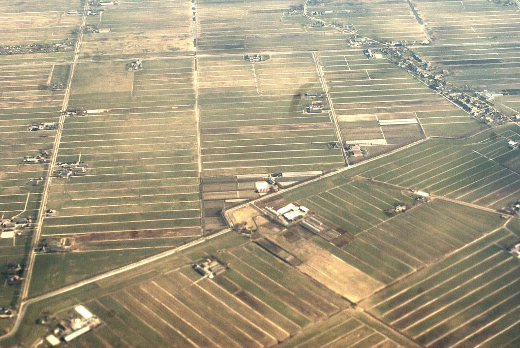 Quelques minutes plus tard lorsqu'Amsterdam laisse place au champs quadrillé d'irrigation.