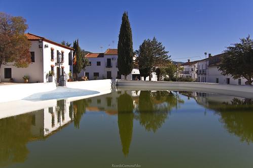 Reflections in a small town - Reflejos en un pequeño pueblo