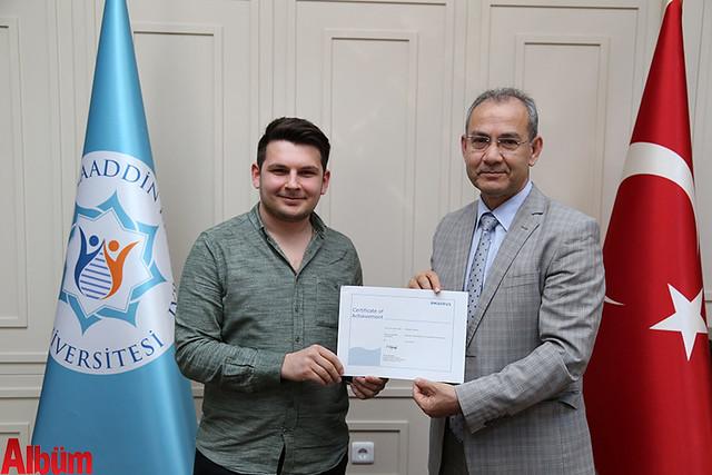 Alaaddin Keykubat (ALKÜ) Turizm Fakültesi öğrencileri aldıkları sertifikalar ile artık yerli ve yabancı havayolu şirketlerinin yer hizmetlerinde çalışabilme hakkına sahip oldular.-3