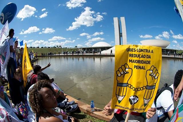 Estudantes protestam contra a proposta de redução da maioridade penal, em 2015, em frente ao Congresso Nacional  - Créditos: Marcelo Camargo/Agência Brasil