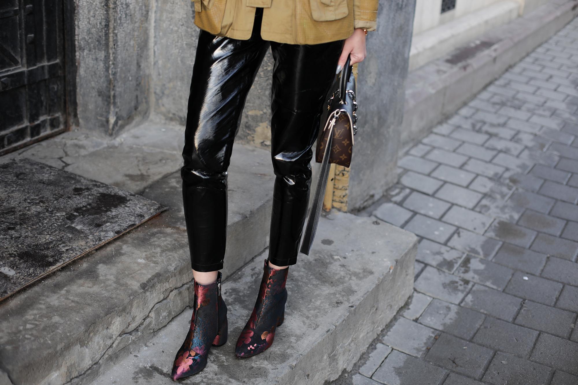 outfit-vinyl-pants