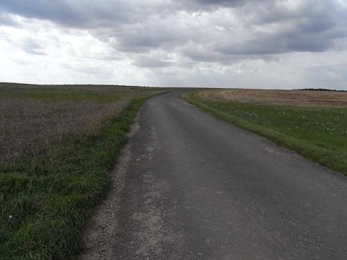 20100825 186 0105 Jakobus Straße Feld Wolken_K