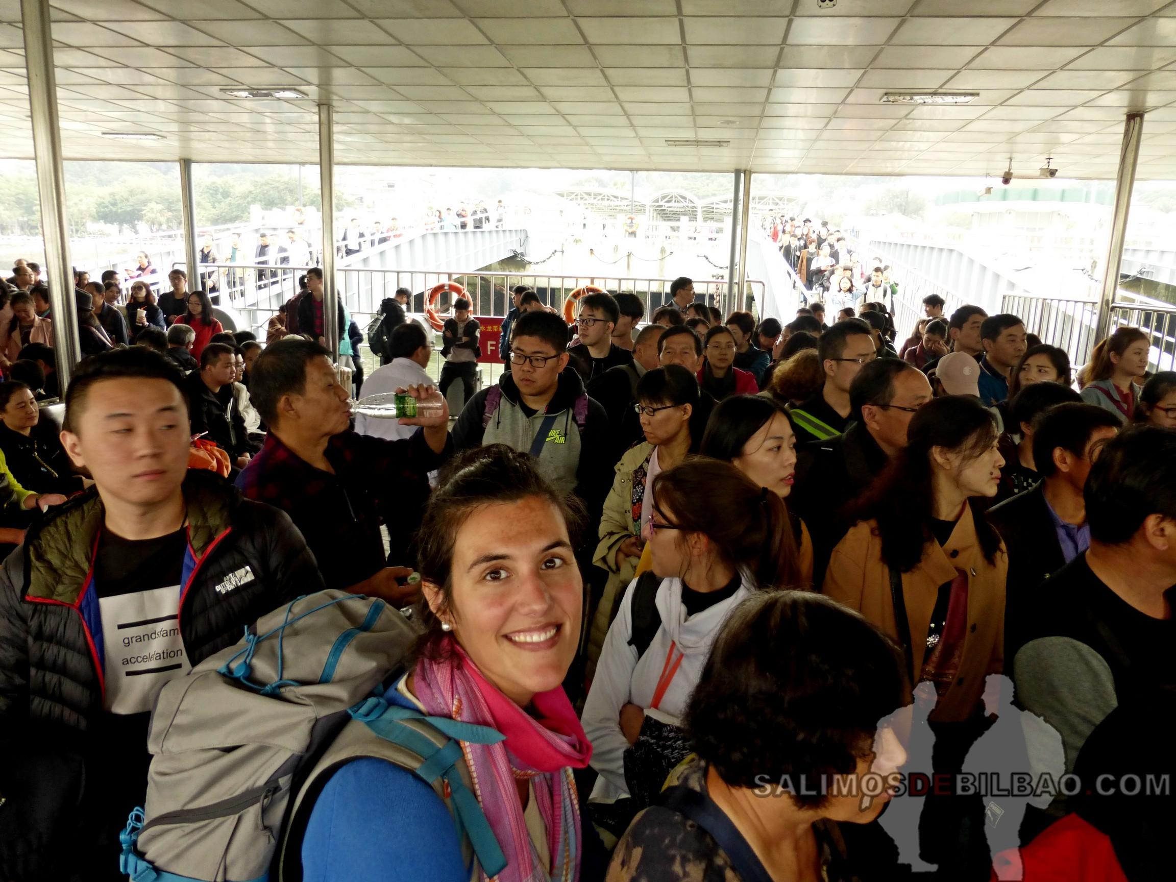0034. Saioa, embarcando en el ferry a Xiamen, Gulangyu, Xiamen