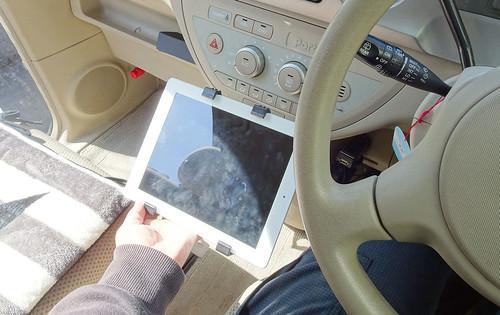 iPad車載ホルダーおすすめ下に設置