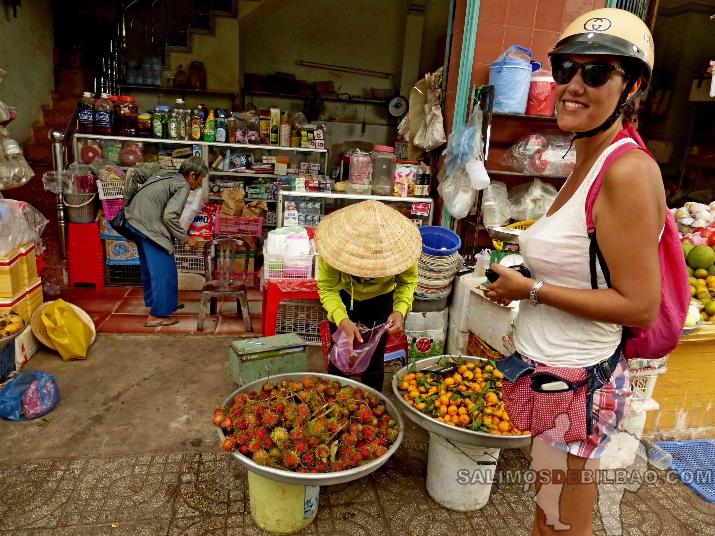 0114. Saioa, Comprando lichis, Puerto en el sur de la isla, Phu Quoc