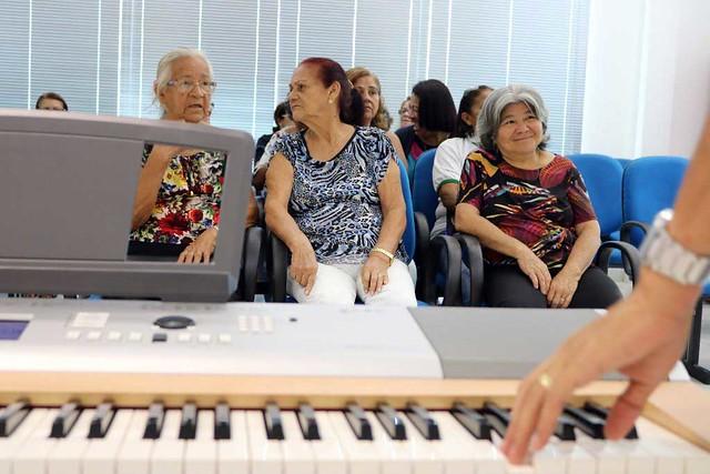 18.03.12 Aposentados afinam a voz no Coral da Prefeitura de Manaus.