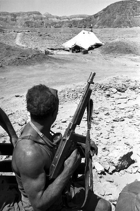 Thompson-idf-soldier-negev-jordanian-border-1952-klj-1