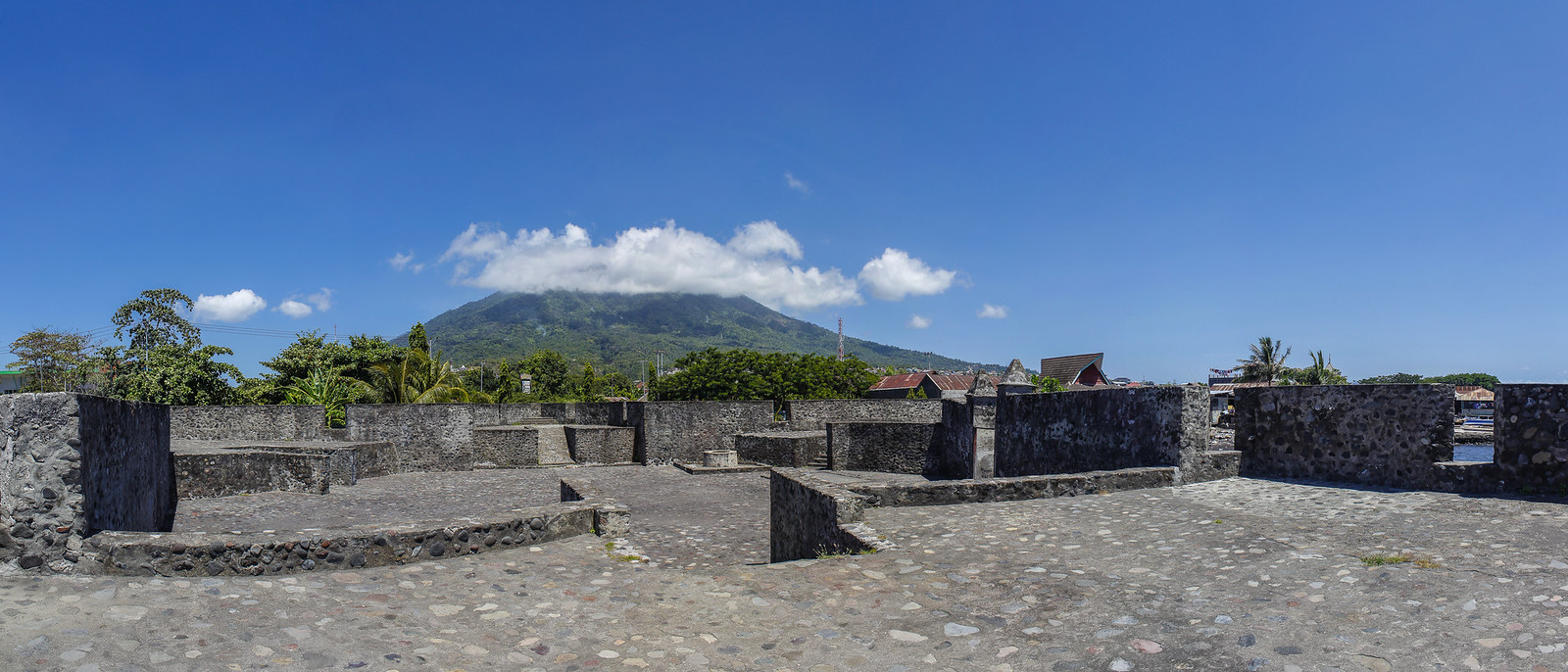 Benteng Kalamata vista interior del fuerte