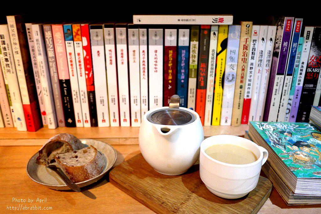 26918843638 b672d55074 b - 台中獨立書店|梓書房-二手書、咖啡,和貓咪一起看書吧!