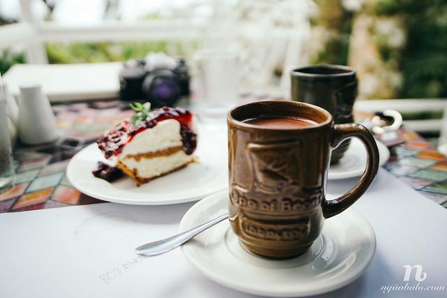 Ăn gì ở Tagaytay? Canh Bulalo và Cheesecake!