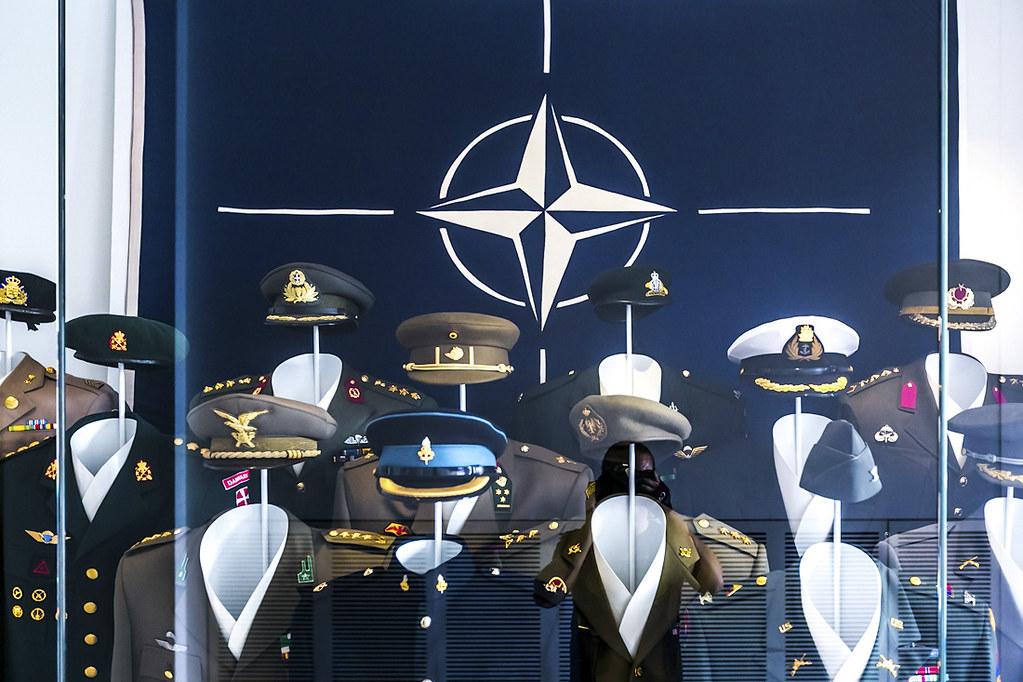 Армия в послевоенной Германии армии, немецкой, стран, Продолжаем, прутиках, Стрелять, стали, саквояжи, протезы, Контейнер, Закладки, ядерной, боеголовкой, Страны, долго, держали, друга, страхе, картину, камешках