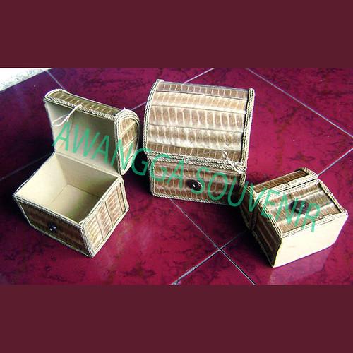 kotak perhiasan daun tiga set