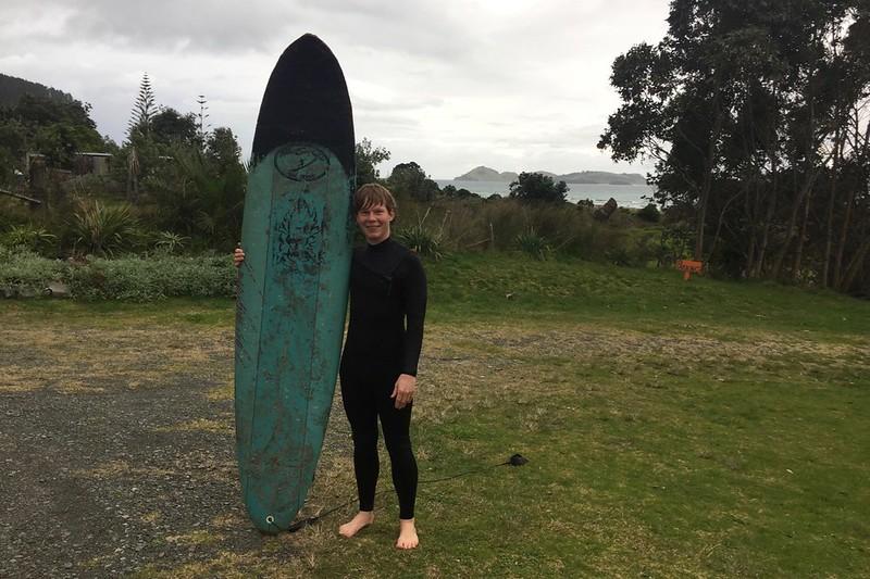 Surfin in NZ. Der Strand ist 5 Minuten vor der Haustür.