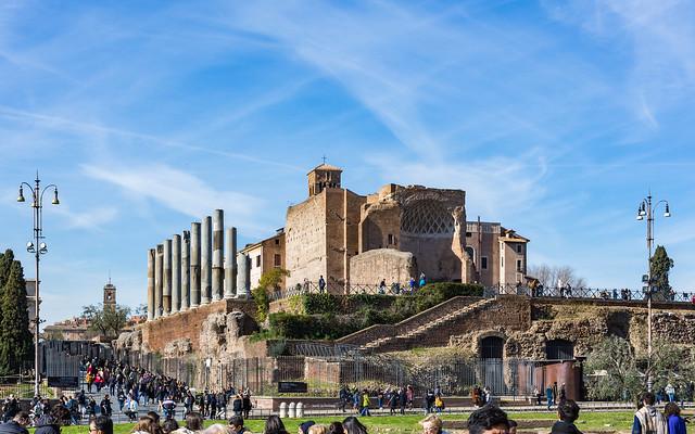 Rome 104 Colosseum 44 Forum ruins