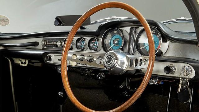 Volvo P 1800 S Roger Moore 9