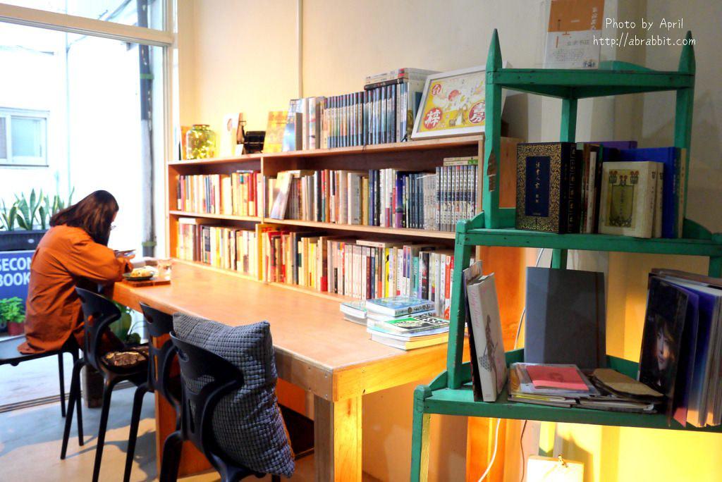 26918843828 b26c804ef6 b - 台中獨立書店|梓書房-二手書、咖啡,和貓咪一起看書吧!