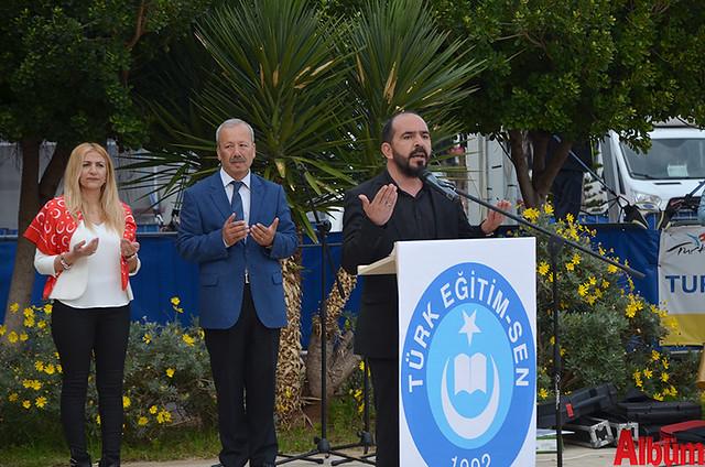Gösterilerin ardından Ahmet Ali Demirdağ ve katılımcılar şehitler için dua etti