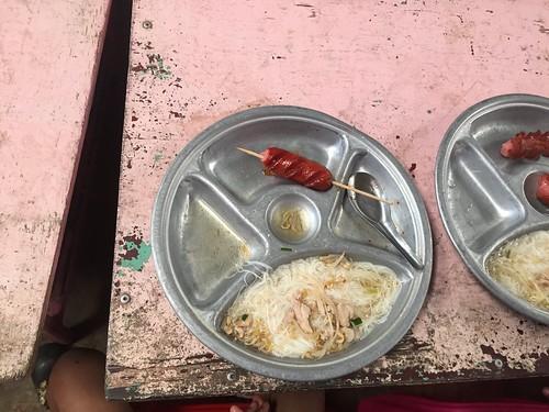 他们的午餐和餐具