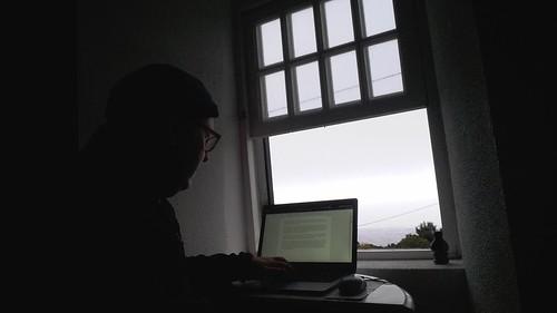 Rainer am Laptop in Gingeira