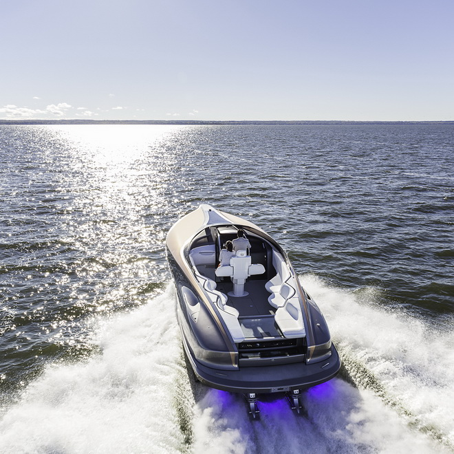 Lexus sport yacht into sunset 1080 x 1080 300 DPI