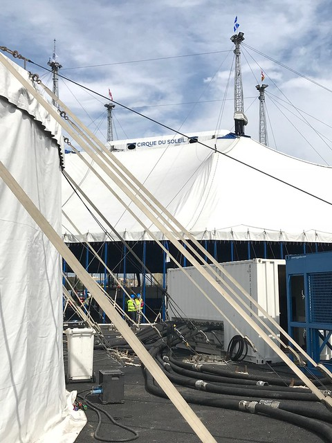 Totem - Cirque du soleil - Levantamiento de la Gran Carpa Blanca