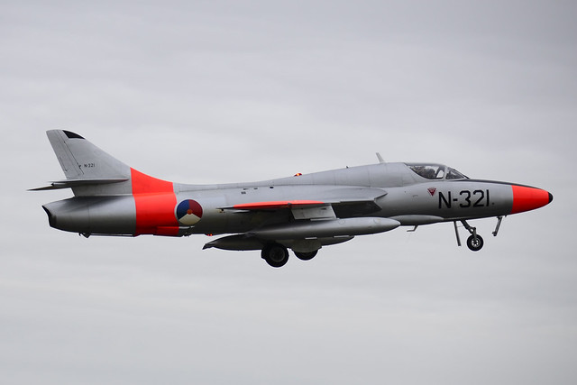 G-BWGL/N-321 Hawker Hunter T.8C
