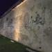 Hay muros que hablan de tiempos pasados por Brujo+
