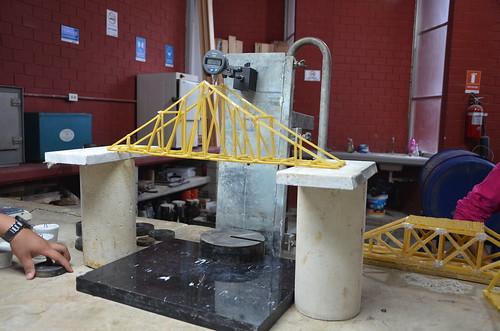 Alumnos de la carrera de la Arquitectura de la FADU efectuaron pruebas y análisis de resistencias al peso y deformación en prototipos.