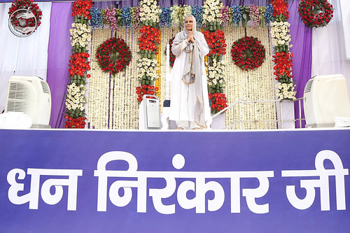 Arrival of Her Holiness Satguru Mata Ji on the dais