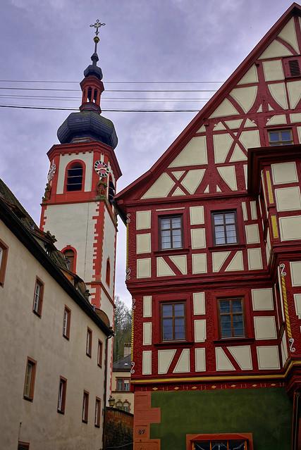 Der Kirchturm überm Haus