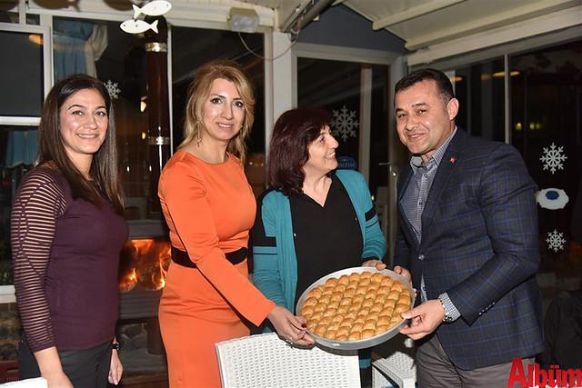 Gaziantep Anadolu Jet Acenta sahipleri Alanya Belediye Başkanı Adem Murat Yücel'e Antep Baklavası ikram etti