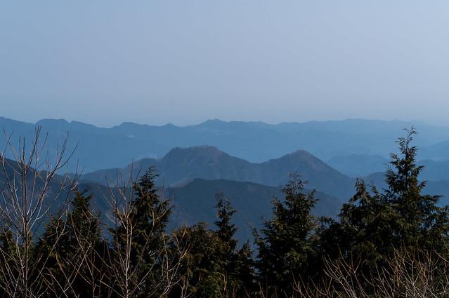 伊豆ヶ岳は遠い・・@大持山・東の肩