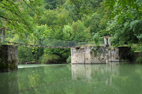 Aribe. Puente colgante sobre el Irati. (Explore)