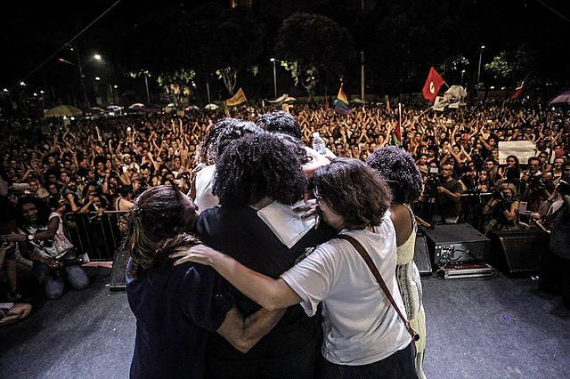 Celebración interreligiosa que rindió homenaje a Marielle Franco una semana después de su asesinato  - Créditos: Mídia Ninja