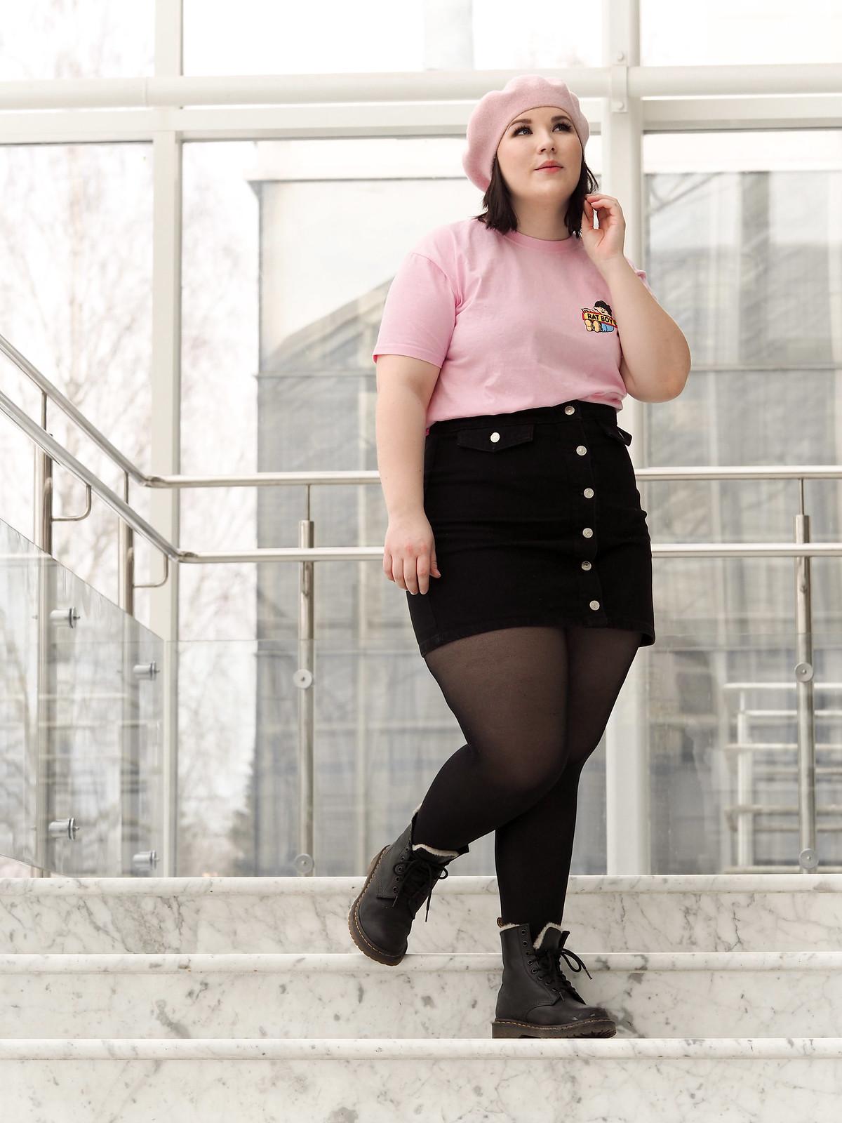 Rat Boy pink t-shirt, musta farkkuhame-14
