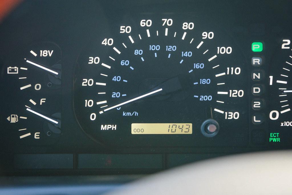 Lexus-LX470-07