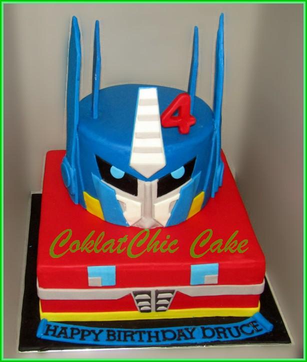 Cake Optimus Prime DRUCE 15 cm dan 12 cm