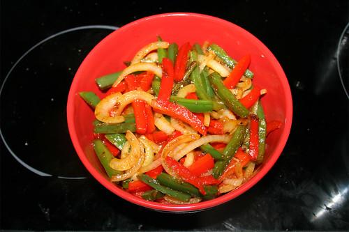62 - Paprika-Zwiebel-Mischung bei Seite stellen / Put bell pepper onion mix aside