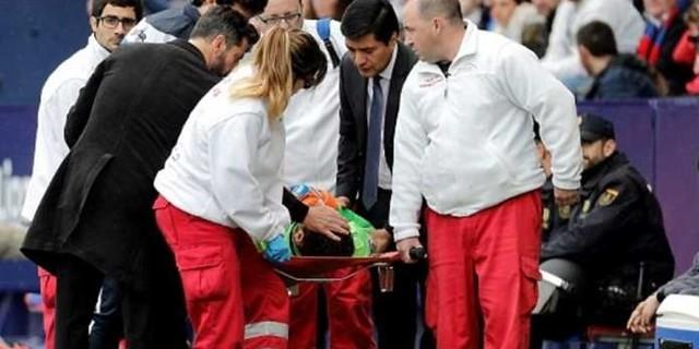 http://cafegoal.com/berita-bola-akurat/diego-lopez-tak-sadarkan-diri-di-lapangan-dilarikan-ke-rumah-sakit/