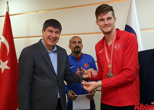 İşitme Engelli Atletler Başkan Türel'i ziyaret etti